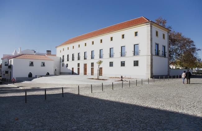 Três novas exposições abrem hoje em Évora