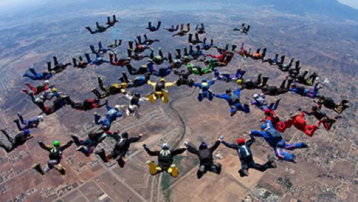 Évora: Paraquedistas falham recorde em grande formação