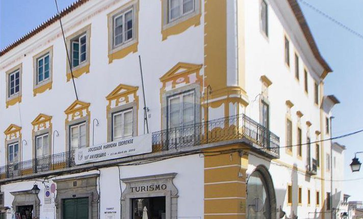 Banda portuguesa Papercutz apresenta-se hoje em Évora