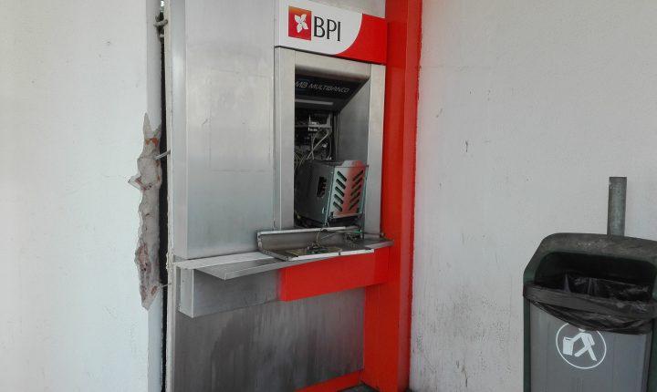 Caixa multibanco assaltada em Évora