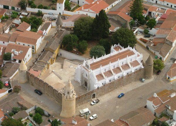 António Ervedeiro expõe pintura no Castelo de Viana do Alentejo