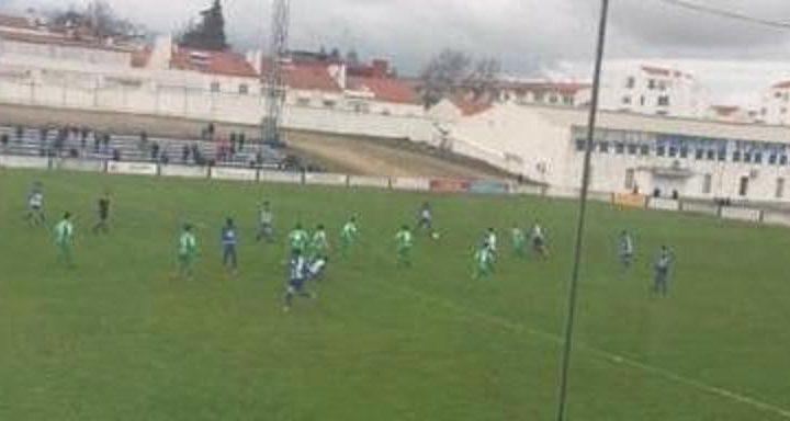Futebol: Juventude vence Lusitano no último dérbie da época