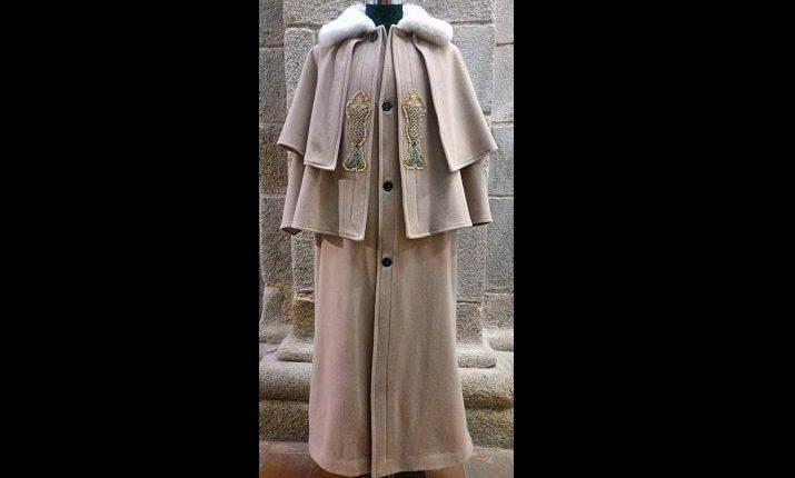 Évora: Empresárias oferecem capote alentejano ao Papa Francisco