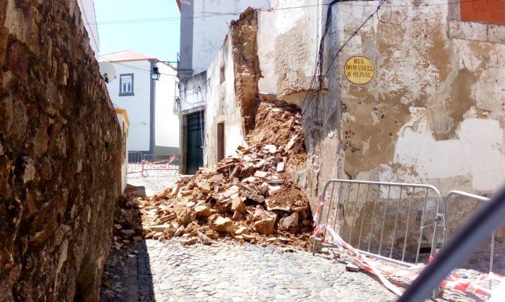 Évora: Derrocada na Rua do Cano provoca interrupção da via