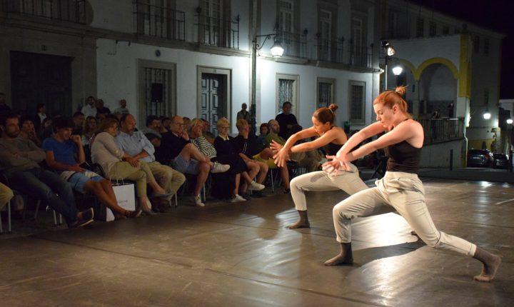"""Évora: Espetáculo de dança """"animou"""" Praça do Sertório"""