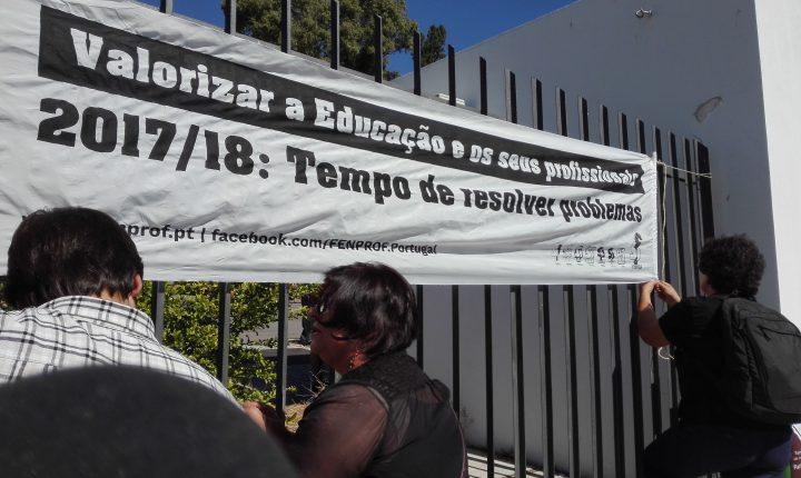 Évora: Aulas começam com turmas de 30 alunos e professores descontentes com colocação