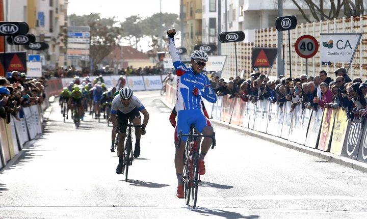 Ciclista russo ganha etapa e Team Wiggins conserva amarela