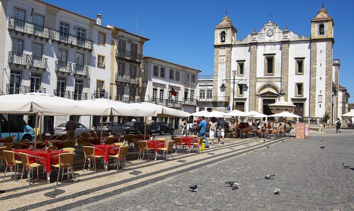 Ruas do centro histórico de Évora vedadas ao trânsito automóvel