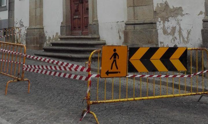 Évora: Igreja das Mercês com gradeamento de proteção