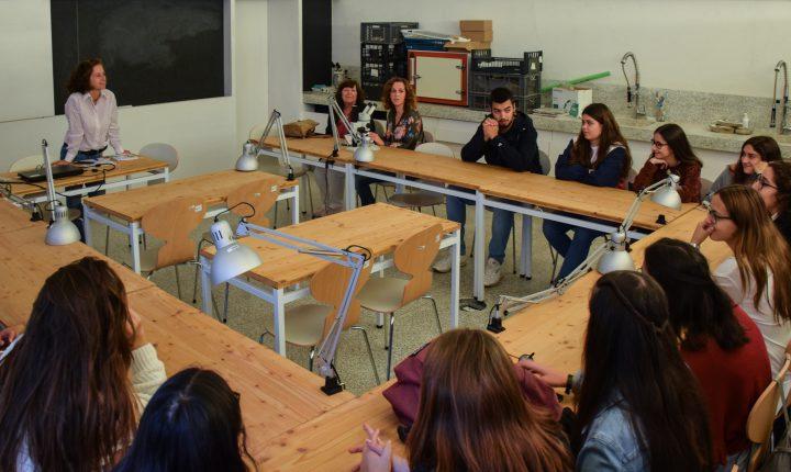 Alunos conheceram Laboratório de Arqueologia da Universidade de Évora
