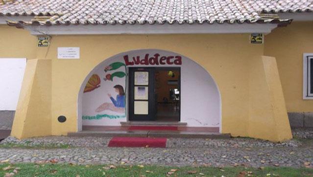 Associação dos Amigos da Ludoteca de Évora doa espólio ao município