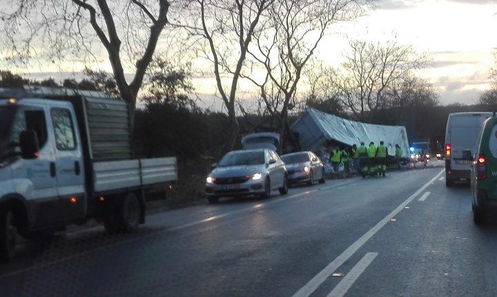 Despiste de camião faz um ferido grave perto de Évora