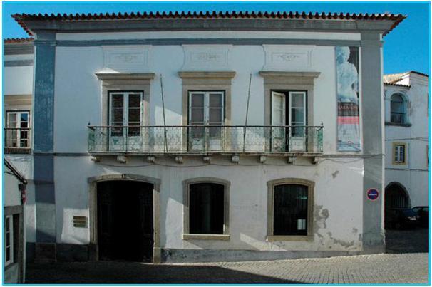 Biografia de Cláudio Torres apresentada hoje em Évora