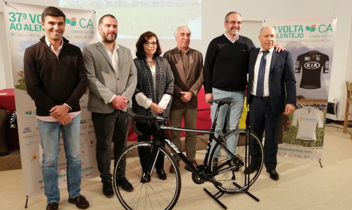 Volta ao Alentejo na estrada em março com pelotão de 120 ciclistas