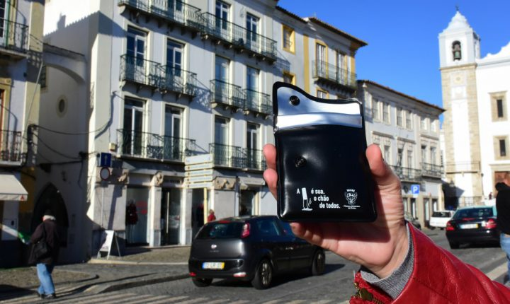 Campanha entrega cinzeiros de bolso aos fumadores de Évora