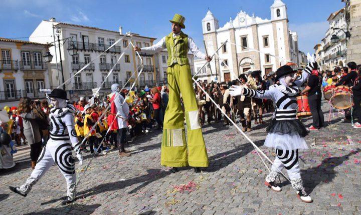 Desfile de Carnaval anima centro histórico de Évora