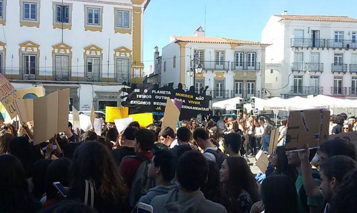 Jovens de Évora também protestaram em defesa do planeta