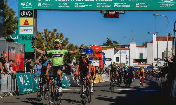 Ciclista de espanhol continua de amarelo na Volta ao Alentejo