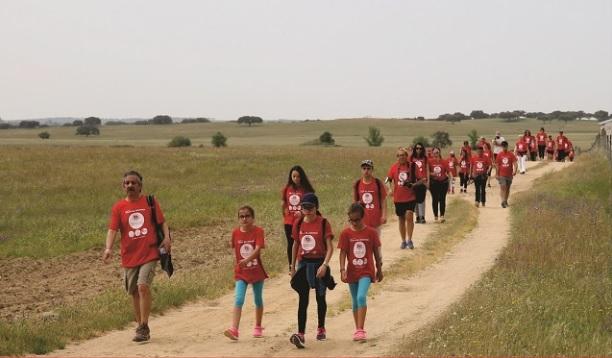 Caminhada inicia comemorações do 25 de Abril em Viana do Alentejo