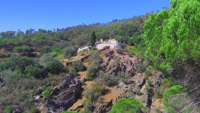 Câmara de Redondo cria percurso com passadiço em madeira na Serra d'Ossa