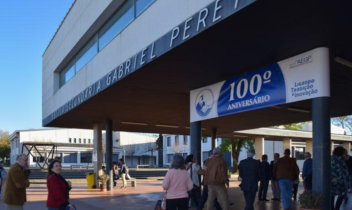 Escola Gabriel Pereira inaugura exposição sobre centenário