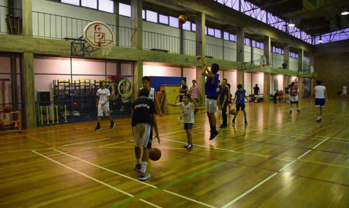 """Pavilhão desportivo da Escola André de Resende tem """"novos"""" balneários"""