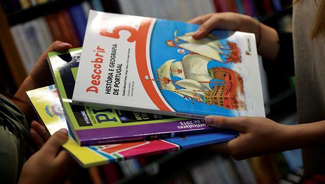 Câmara de Mora oferece cadernos de fichas aos alunos
