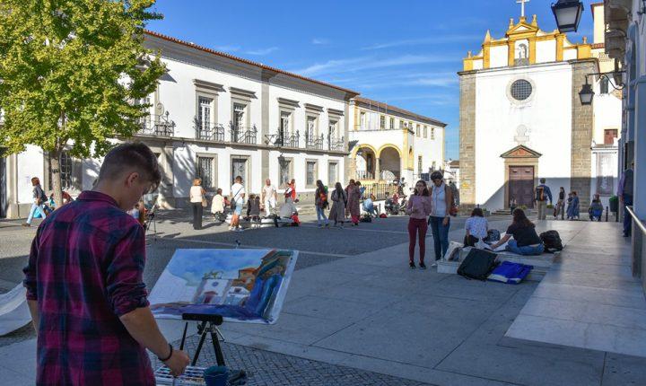Encontro leva perto de uma centena de jovens para as ruas de Évora