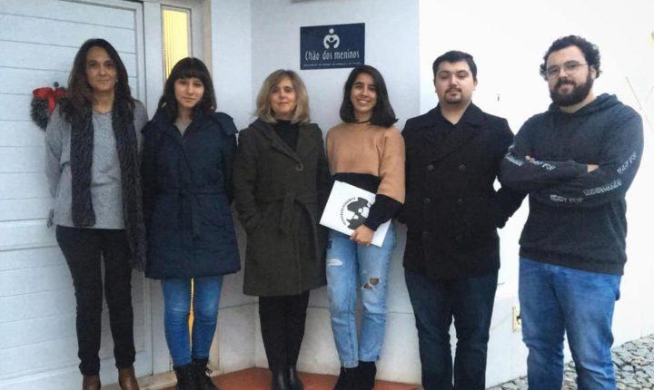 Associação académica de Évora doa 1.074 euros para apoio a crianças