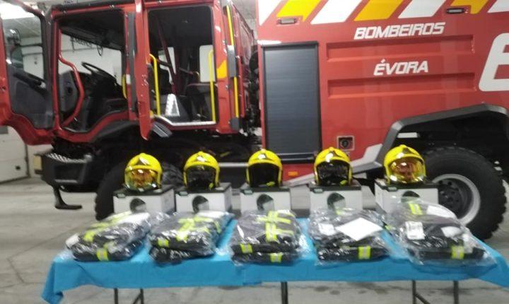 Bombeiros de Évora compram novo veículo de combate a incêndios