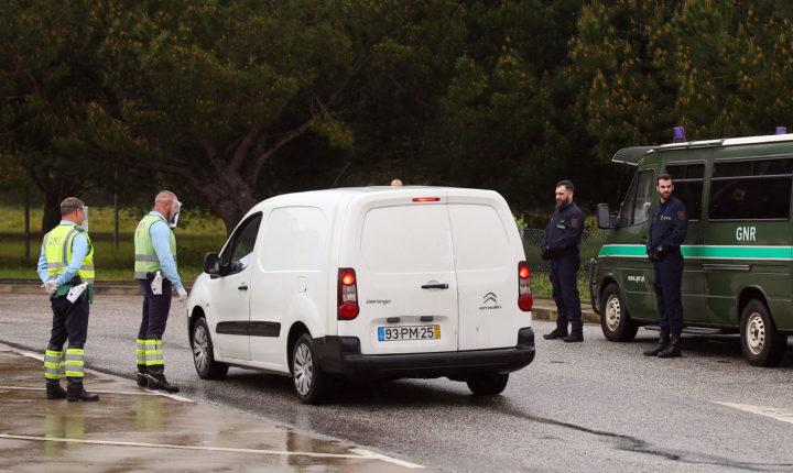 GNR fiscaliza automobilistas na A6 em Vendas Novas