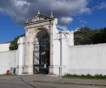 Cemitérios de Évora abertos mas com limitações