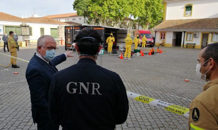 Ministro assiste a demonstração de descontaminação de viaturas em Évora