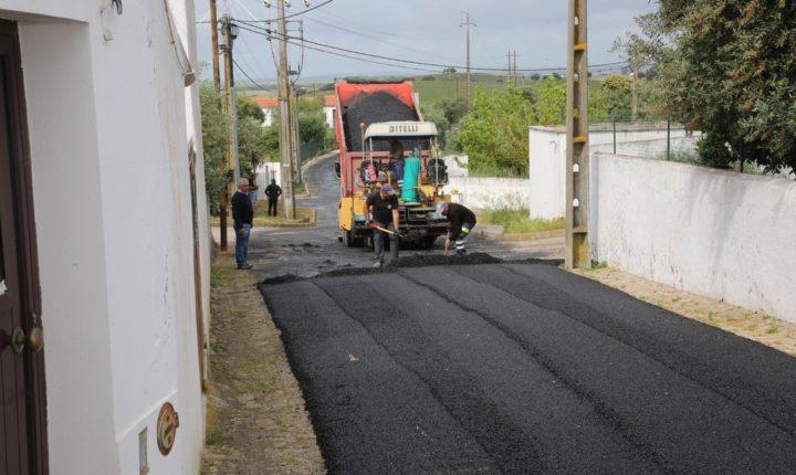 Câmara de Viana do Alentejo requalifica caminho público em Aguiar
