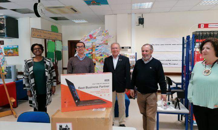 Rotary Clube de Évora oferece computador a alunos carenciados