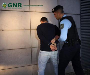 Detido homem por violação de confinamento obrigatório em Redondo