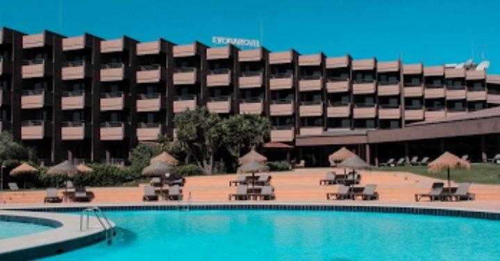 Queda de revestimento em Hotel provoca 4 feridos