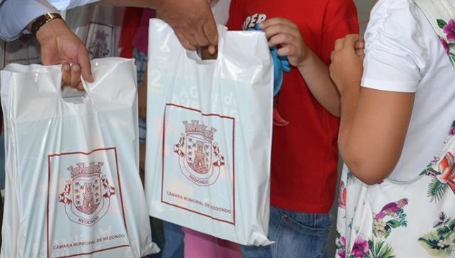 Câmara de Redondo oferece cadernos de atividades aos alunos