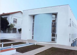 Utentes com covid-19 de lar em Évora transferidos para residência universitária