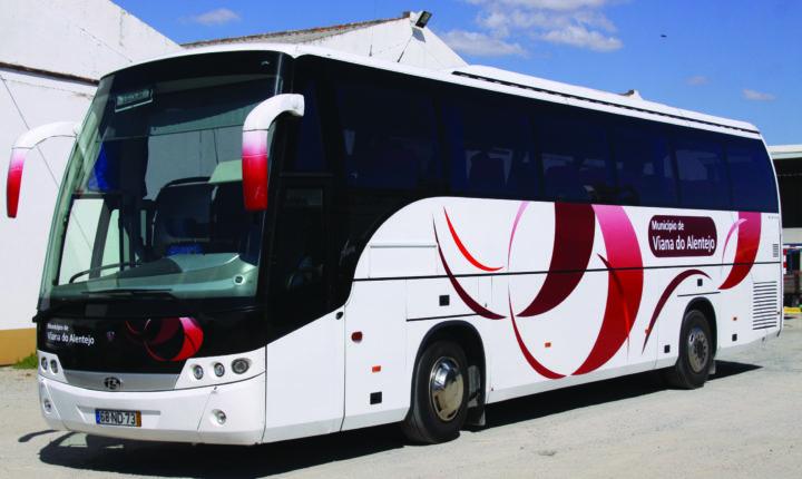 Câmara de Viana do Alentejo assegura transporte escolar