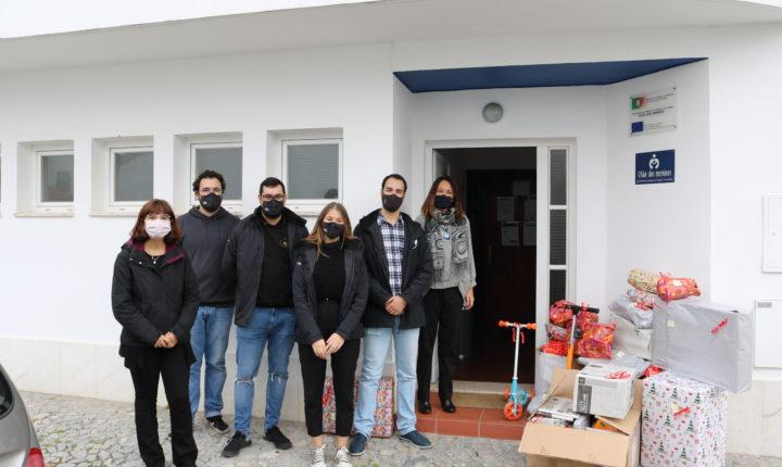 Estudantes de Évora distribuem 321 presentes de Natal