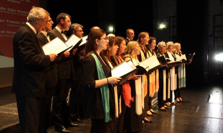 """Coro da Universidade de Évora """"canta a esperança"""" em lar de idosos"""