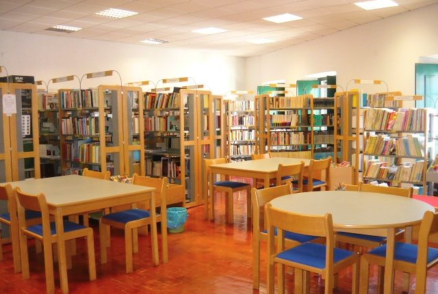 """Há um serviço de """"take-away"""" de livros em Viana do Alentejo"""