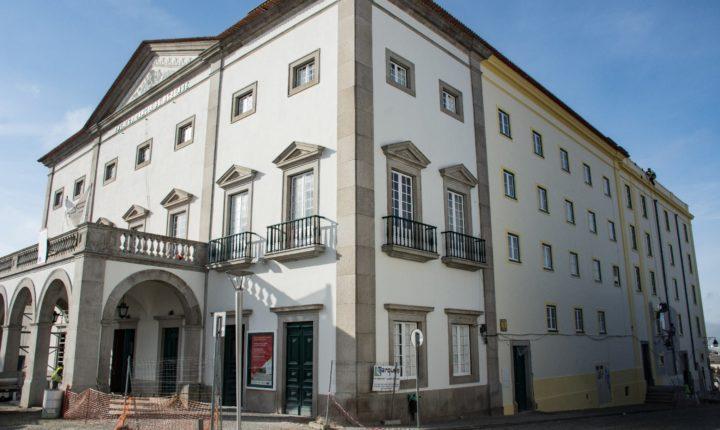 Reabilitação do Teatro Garcia de Resende prevê-se terminar antes de março