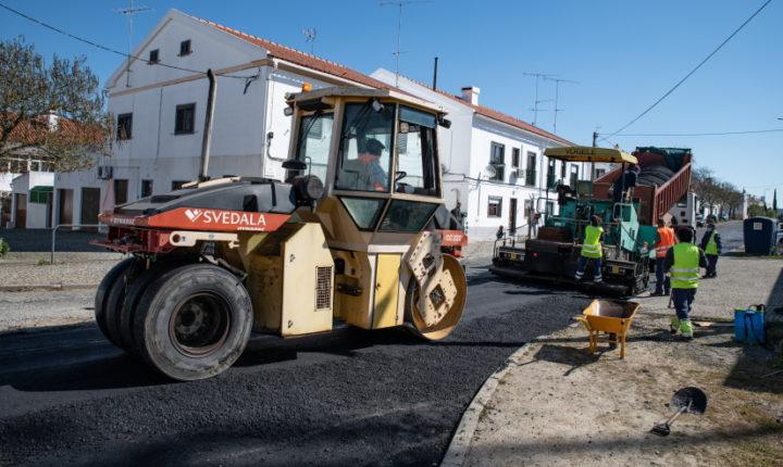 Continuam os trabalhos de reparação na rede viária do concelho de Évora