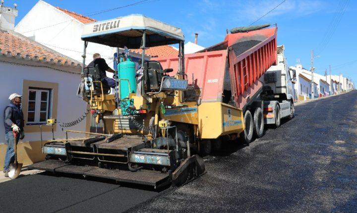 Município de Viana do Alentejo em obras de pavimentação