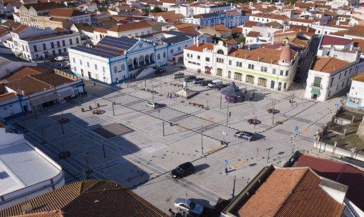 """Praça da Liberdade volta a abrir """"portas"""" à população"""