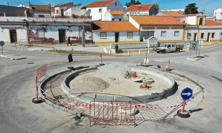 Câmara de Viana do Alentejo requalifica rotunda na vila