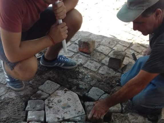 Esculturas em pedra embelezam chão de Évora