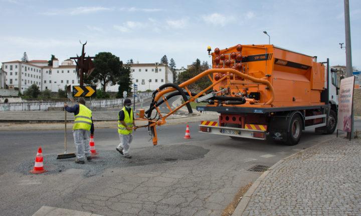 Câmara de Évora adquire máquina de regularização de pavimento